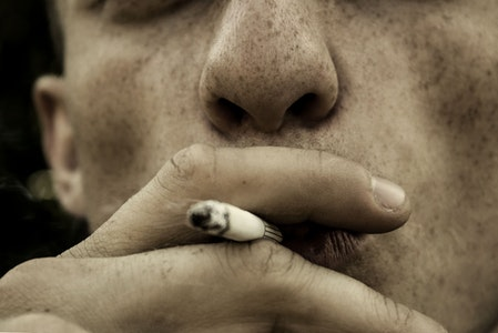 smoking is a bad habit that make snoring